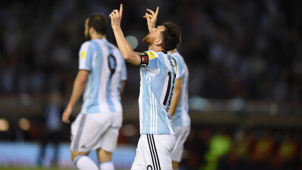 Messi gol de penalti a Chile